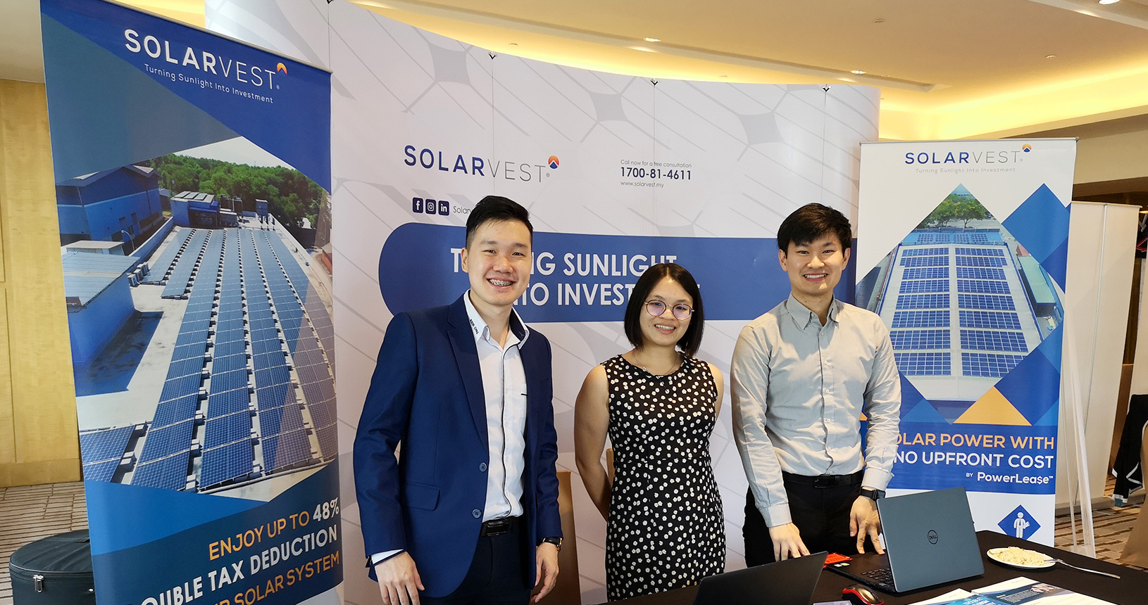 Solarvest exhibition booth group photo